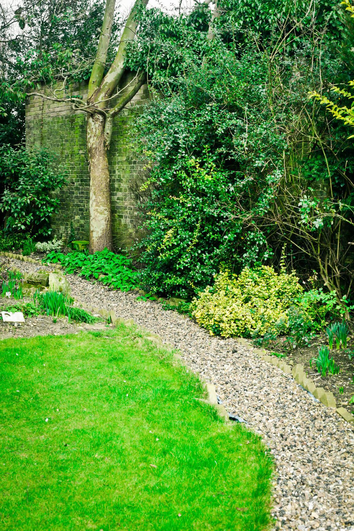 Garden maintenance hinckley for Garden decking hinckley